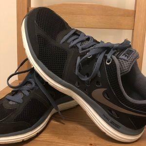 Nike Dual Fusion women shoes Size 7